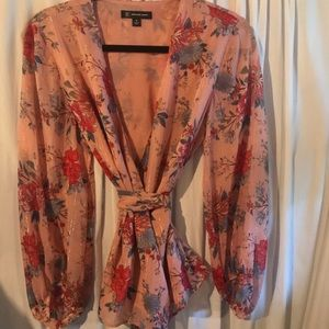 Elegant blouse to wear as a statement!